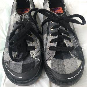 Rocket Dog Women's size 8 Canvas Sneakers  Black